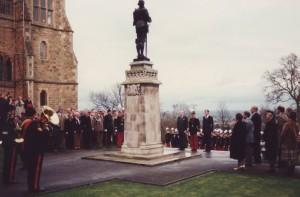 inauguration de la plaque déposée au pied de la statue de Saint-Georges durant la cérémonie