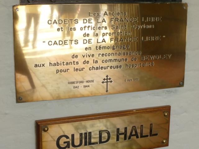 Cette belle plaque magnifiquement astiquée figure dans l'hôtel de ville de la ville de Bewdley dont dépend le manoir de Ribbesford où a éét hébergée l'école des cadets de Ma 1942 à Juin 1944