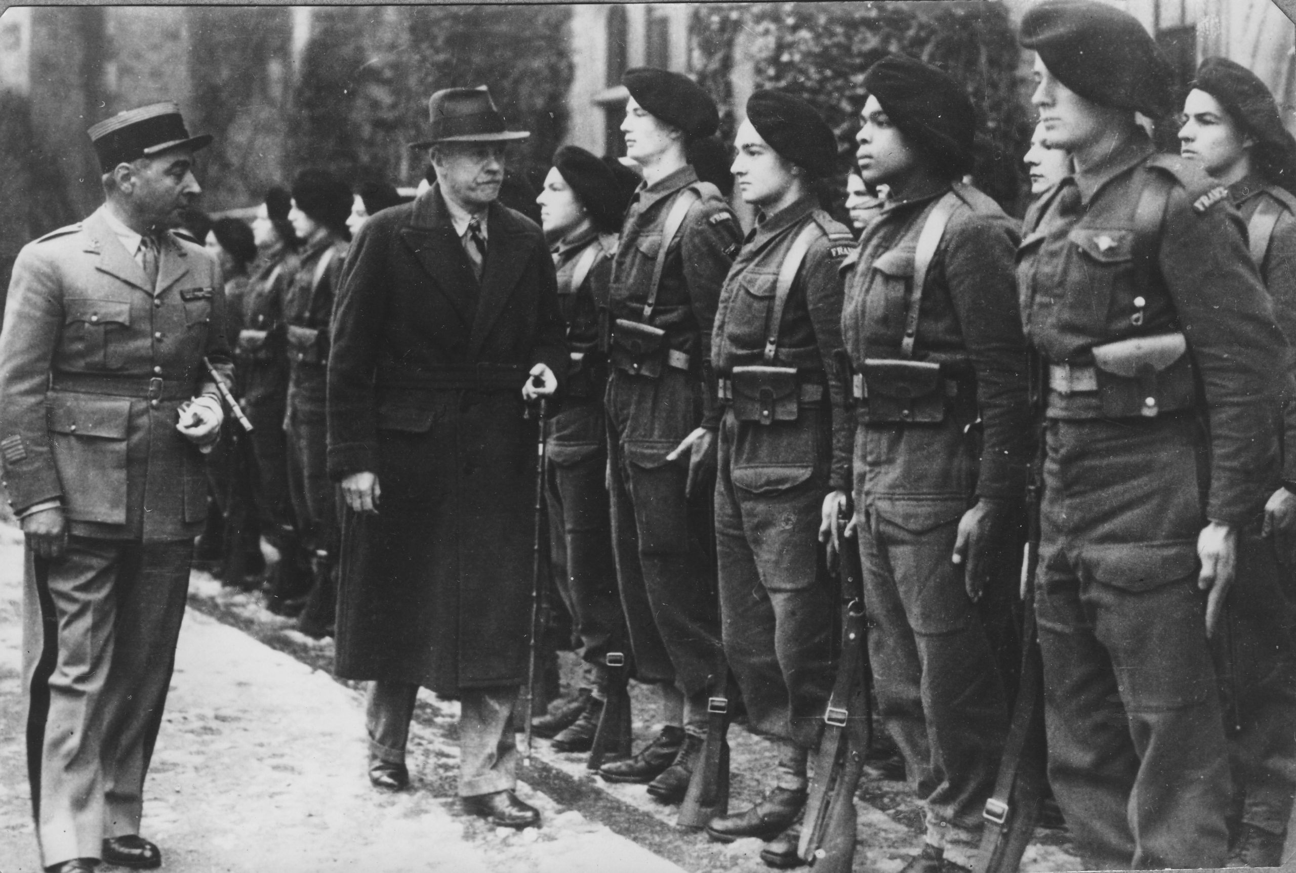 Février 1941 Les Cadets sont inspectés par le colonel Bureau et Lord Bessborough responsable de l'accueil des Français au Royaume-Uni