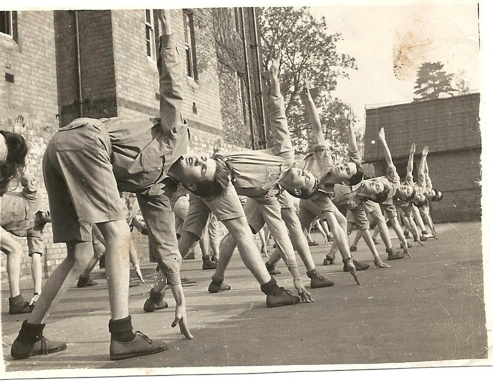 """La journée commence par une séance de """"PT"""" c'est à dire mise en forme  ou """"physical Training""""dirigée par le sergent FOX"""