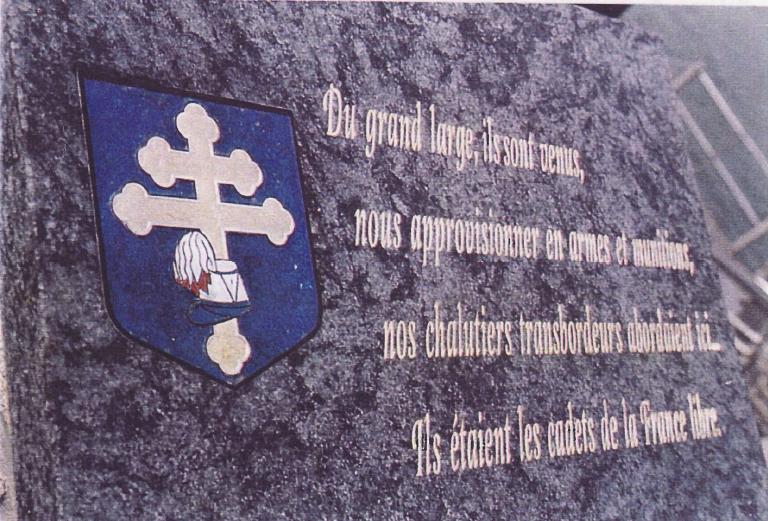 Plaque faisant mémoire des cadets venus encadrer les maquisards