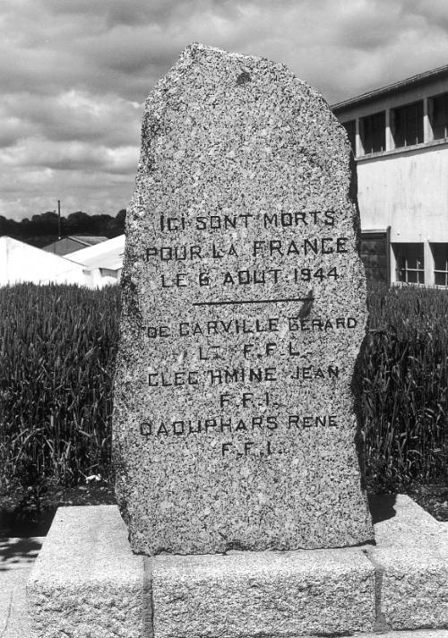 Flamme Gérard de Carville à Rospoden