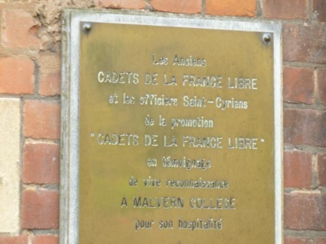 La plaque qui rappelle le souvenir des Cadets de la France Libre