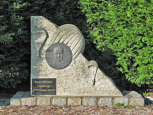 A Coetquidan, un beau monument à la mémoire  de Claude BARRES