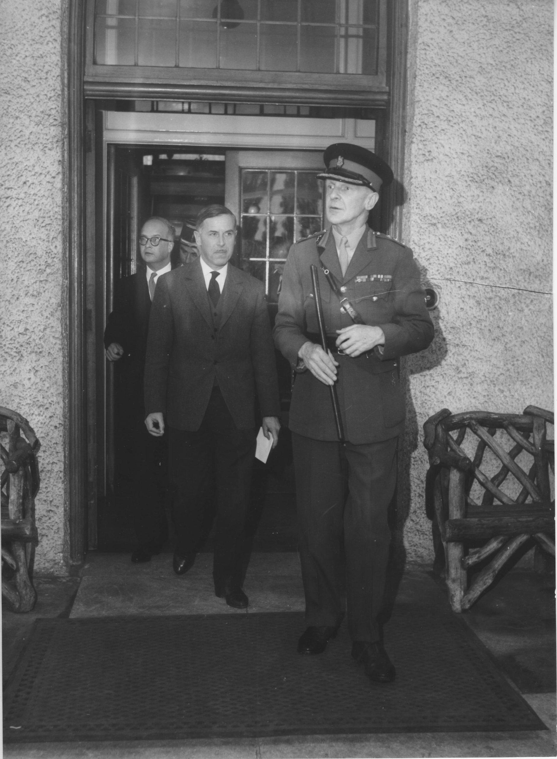 Le major Howwell propriétaire des lieux accueille le Ministre